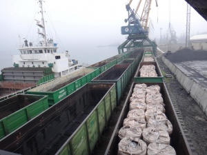 Direct vessel-wagon coke unloading